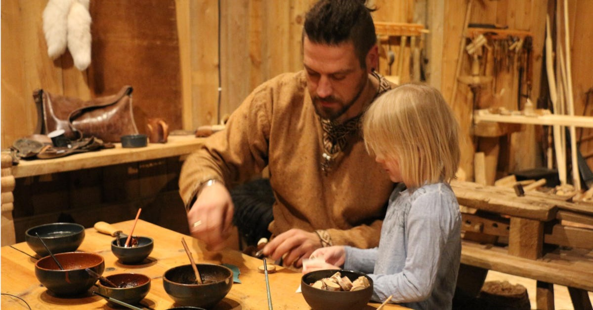 Vikingaktiviteter for familien i Lofoten foto MHEck/Lofotr Vikingmuseum