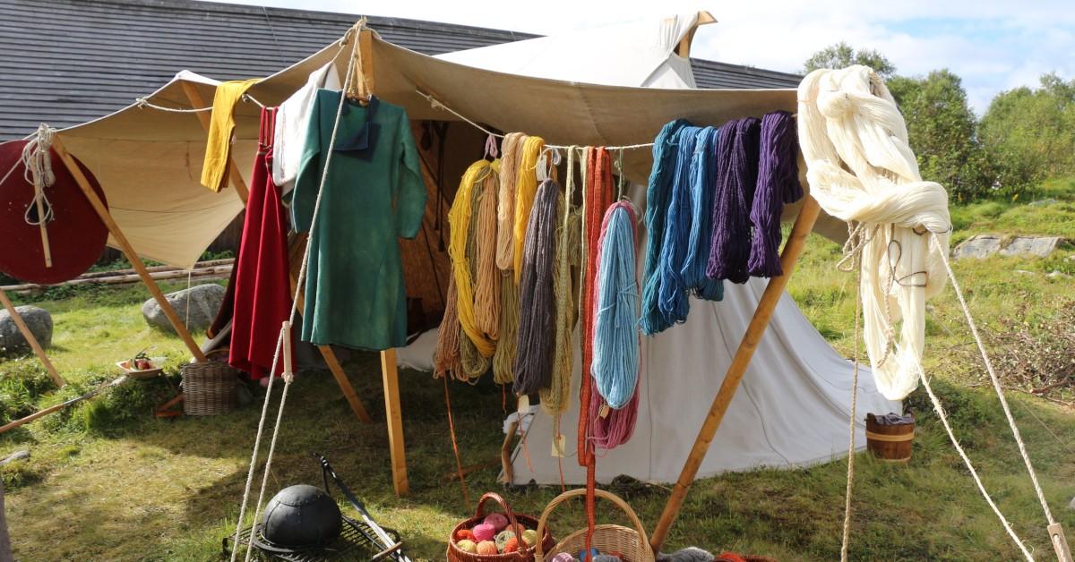Motiv fra Vargfot Vikinglags teltleir under Lofotr Vikingfestival 2018. Foto: MHE/Lofotr Vikingmuseum